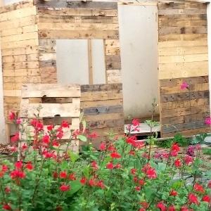 Comment construire un abri de jardin avec des palettes ?