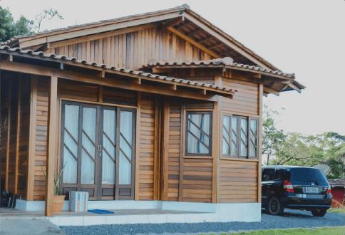 Comment faire une maison en bois étape par étape?